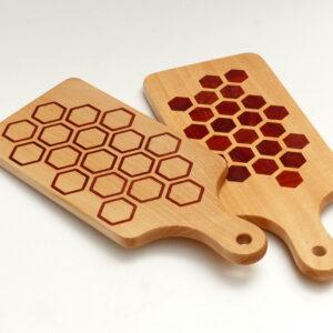 dřevěné kuchyňské prkénko plástev