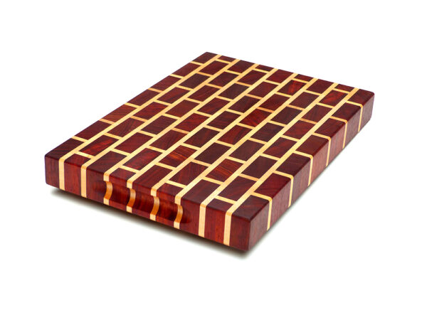 dřevěné prkénko cihličky