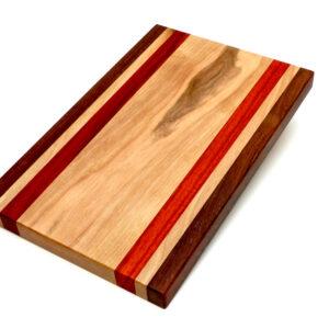 dřevěné pruhované prkénko