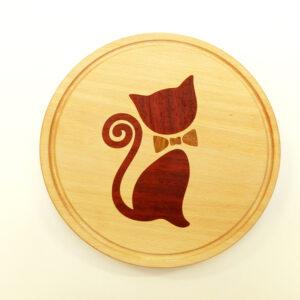kulaté prkénko s nobl kočkou